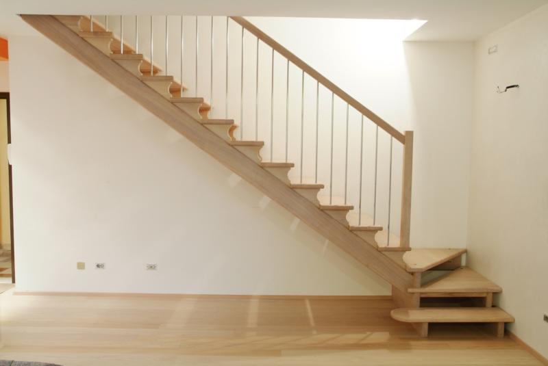 Scaletta In Legno Pieghevole : Foto scale in legno arredi fiorelli scale in legno per interni